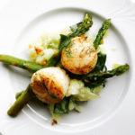 Coquille salade met groene asperges
